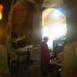 Colazione nell'antica chiesa rupestre