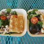 Focaccia Sandwiches mit Salat