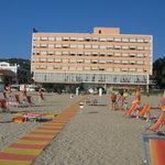 HOTEL MION (veduta dalla spiaggia)
