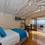 Honeymoon Suite, en-suite bathroom & private sea view balcony