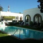 piscina fica na aerea interna do hotel !