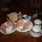 The English Breakfast served to my room eaten better but it still did the trick