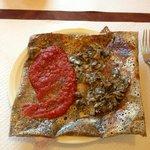 Crêpe poitrine, champignons et colis de tomate