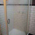 Detalle de ducha en baño