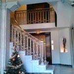Холл и лестница отеля