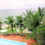 Blick auf Pool und Strand von unserem Zimmer