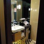 bathroom (Shantou Golden Gulf Hotel)