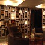 Bibliothèque du bar de l'hôtel