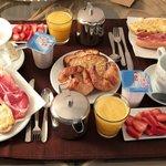 Petit déjeuner servi dans la chambre