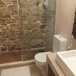 Salle de bains belle et très propre