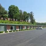 Alpine Motel - exterior and parking