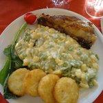 stinco di maiale con gocchi di patate e fritelline di riso