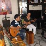 Lindo recibimiento con música típica de Perú