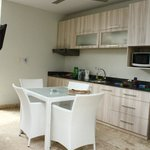 kitchen area, seats 4