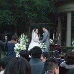 庭園では結婚式が行われていました(元旦に!)