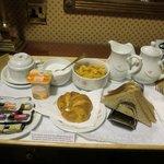 ルームサービスで持ってきてもらった朝食