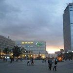 Alexander Platz, L'hotel è sulla destra