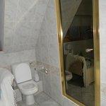 la salle de bain de la grande chambre