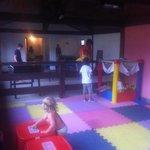 desastrosa sala de juegos