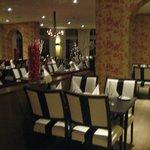 De eetzaal voor het diner.