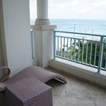 Junior Suite Ocean Front - lounge chairs