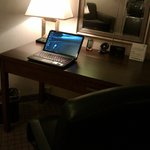 Great desk-- strong Wifi signal.