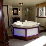Le bain à remous de la suite Bill et Monica (55912112)
