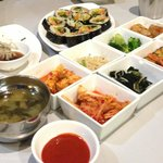 Traditional Korean appetizers like Kimchee, seaweed, etc