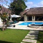 6 bed villa pool area