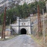 フランスまで伸びるトンネル