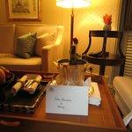 メッセージカードとシャンパン