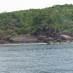 вид острова, мимо которого мы проплывали
