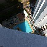 vista de la piscina desde la azotea