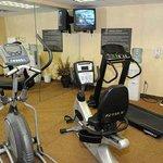 Hampton Inn Douglas Hotel Fitness Center