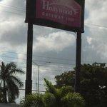 Hollywood Inn sign