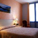 Chambre grand lit , bain, WC, terrasse