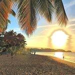 Sonnenuntergang am Strand nahe dem Hotel