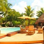 piscina ed esterno ristorante