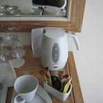 Набор для приготовления чая, кофе в номере.