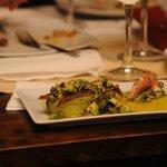 Aguacates con anchoas y vinagreta de alga nori.