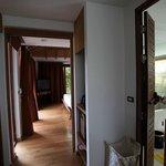 Espace entre la chambre et la salle de bains