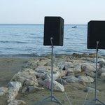 пляж с музыкой