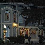 la maison vue en soirée