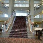Escalier principale dans le hall d'entrée.