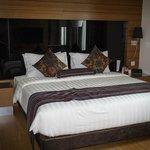 Very comfortable King bed (1-Bedroom Suite)