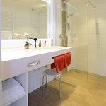 Bad mit Dusche und separatem WC im Superior-Zimmer