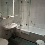 Single's room bathroom