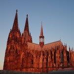 vue sur la cathédrale au petit matin