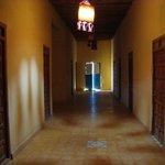 hall des chambres et sanitaires