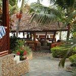 De Bar gelegen in het midden van het duikresort, heerlijk om te vertoeven Na de duik & voor het